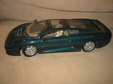Maisto 1/18 Scale Jaguar CJ220 Green Diecast Model Racing Car