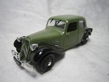 AD988 UNIVERSAL HOBBIES UH 1/43 CITROEN TRACTION 11 BL 1939 ARMEE FRANCAISE