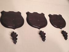 3 Trophäenschilder Keilerwaffen geschnitzt Wildschwein Eichenlaub Schild #51.95