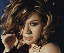 KELLY CLARKSON UNSIGNED photo - B756 - SEXY!!!!!