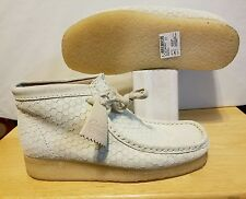 CLARKS ORIGINALS MENS WALLABEE OFF-WHITE HEXAGON BOOT SIZE: 7