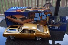 ACME: 1:18 -  1970 OLDSMOBILE 442 HOLIDAY COUPE - DR. OLDS - SERIES I - IN GOLD