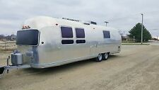 VINTAGE 1969 AIRSTREAM LAND YACHT SOVEREIGN NO RESERVE