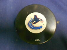 Vancouver Canucks Logo Hockey Puck in Glas Co