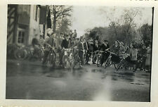 PHOTO ANCIENNE - VINTAGE SNAPSHOT - VÉLO GROUPE BICYCLETTE CYCLISTE - BIKE