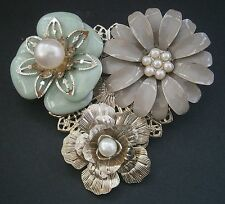 AC9) RETRO LARGE SILVER TONE METAL GREEN GREY ENAMEL 3D FLOWER PETAL BROOCH
