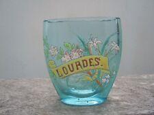Vase verre teinté bleu décor de fleurs émaillées vers 1900 Lourdes A M