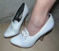 Late 1990s White Patent Leather & Fabric front lace hi heels STEVE MADDEN - 7.5