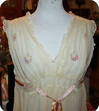 vintage 1920s VICTORIAN WHITE (GAUZE?) COTTON FLORAL SEE THRU LINGERIE GOWN 38