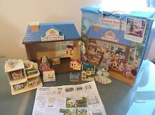 Sylvanian Families Toy Shop 4685 2 Figures Small Houses Dolls House Display Case