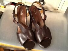 CLARKS  Comfy Brown Leather Strappy Wedge Heel Sandals Womans Sz 9.5 M EUC