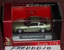 ROAD SIGNATURE 2005 FORD MUSTANGS SET of 2 1/72 YELLOW & GREEN w DISPLAY CASES