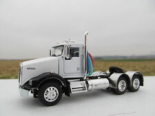 DCP 1/64 SCALE T-800 KENWORTH DAY CAB WHITE /BLACK FENDERS  (CUSTOM FRAME)
