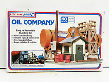 "LIFE-LIKE HO U/A ""OIL COMPANY"" PLASTIC MODEL KIT #1349"