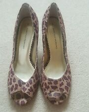 ladies leopard kitten heel peep toe court shoe size 5