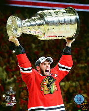 2015 Stanley Cup Champions Chicago Blackhawks 8x10 photo Jonathan Toews w/CUP