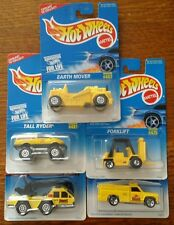 HOT WHEELS EARTH MOVER #482, FORKLIFT #475 & MORE. ALL YELLOW. NIP (Y4) LOT OF 5