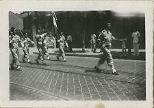 PHOTO ANCIENNE - VINTAGE SNAPSHOT-MILITAIRE DÉFILÉ HUSSEIN DEY COLONEL BOSC 1947