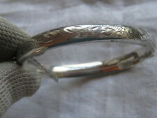VINTAGE 1964 STERLING SILVER SIDE HINGED ETCHED BANGLE