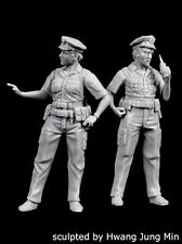 Black Dog 1/35 NYPD Policeman and Policewoman Police Officers (2 Figures) F35169