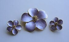 UNSIGNED CROWN TRIFARI? DEMI PARURE-TEXTURED PURPLE ENAMEL-PIN/EARR-GOLD-FLOWER