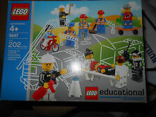 LEGO 9247 -1 Community Workers MISB Retired Near Mint Box Sealed New Very Rare!