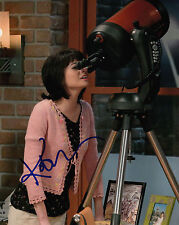 KATE MICUCCI AUTHENTIC SIGNED BIG BANG THEORY 10X8 PHOTO AFTAL & UACC [14123]