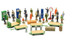 OO Railway Station accessories and figures plastic kit - Dapol C012 - free post