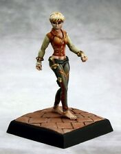 Trinia Sabor Reaper Miniatures Pathfinder RPG Rogue Bard Melee Caster Assassin