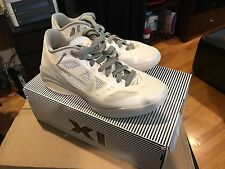 nike hyperfuse low white 8.5US