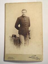 Bad Vöslau - stehender Soldat in Uniform mit Säbel / KAB