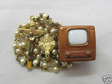 † VINTAGE STANHOPE PEEPHOLE VIEWER MULTI SAINTS & GOLD TONED PEARL LIKE ROSARY †