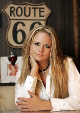 BEAUTIFUL COUNTRY SUPERSTAR MIRANDA LAMBERT  8X10 PHOTO W/ BORDERS