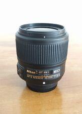 Nikon AF-S Nikkor 35 mm f/1.8 AF-S G ed objetivamente FX