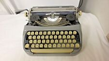 Royal McBee Royalite Netherland Portable Slim Manuel Typewriter-Holland Case