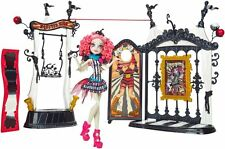 MONSTER High Freak du CHIC CIRCO scaregrounds e ROCHELLE GOYLE bambola Playset