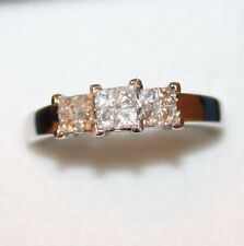 BEAUTIFUL  SECONDHAND 18ct WHITE GOLD 0.50ct DIAMOND TRILOGY STYLE RING SIZE Q
