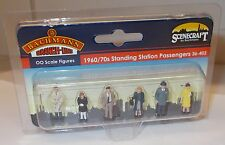 Bachmann Scenecraft 36-402 - 1960s/70s Standing Station Passengers (00) Figures