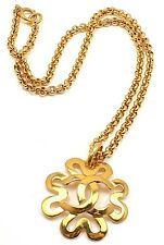 CHIC! AUTHENTIC CHANEL VINTAGE GOLD TONE LOGO CC DAISY NECKLACE