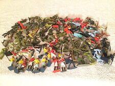 JOBLOT grande de 100 Vintage 1/32nd escala Britains Lone Star soldados de juguete etc.