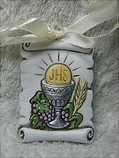 2 bomboniere per 1° Comunione, pergamena con calice e fiocco in resina decorata.