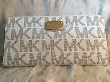 NWT MICHAEL MICHAEL KORS JET SET PVC TRAVEL ZIP CONTINENTAL WALLET IN VANILLA