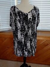 NWT Cato black/white/gray slinky fabric tunic top size 22/24W