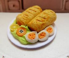 DOLLS HOUSE MINIATURES FOOD 12TH SCALE SAUSAGE ROLL SALAD PLATE *HANDMADE* (Q)