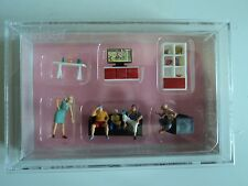 PREISER   LIVING ROOM  FURNITURE  w/5 figures  HO  1/87    10649