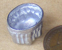 1:12 Scale Oval Metal Jelly Mould Dolls House Miniature Kitchen Food Accessory