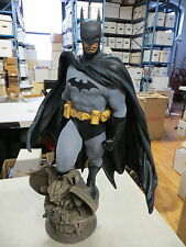 SIDESHOW COLLECTIBLES BATMAN PREMIUM FORMAT STATUE DC *PLEASE READ* MET