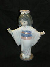 LLADRO YOUNG JAPANESE ORIENTAL GIRL FLOWER GLAZE GAZER  #6152 BOXED