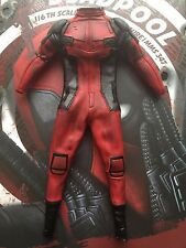 HOT TOYS DEADPOOL mms347 Rosso Tuta Vestito Loose SCALA 1/6th