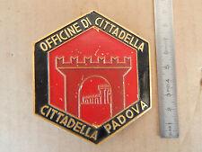 BADGE VINTAGE IN METALLO OFFICINE DI CITTADELLA PER TRENI FS E646 CARROZZE ETC
